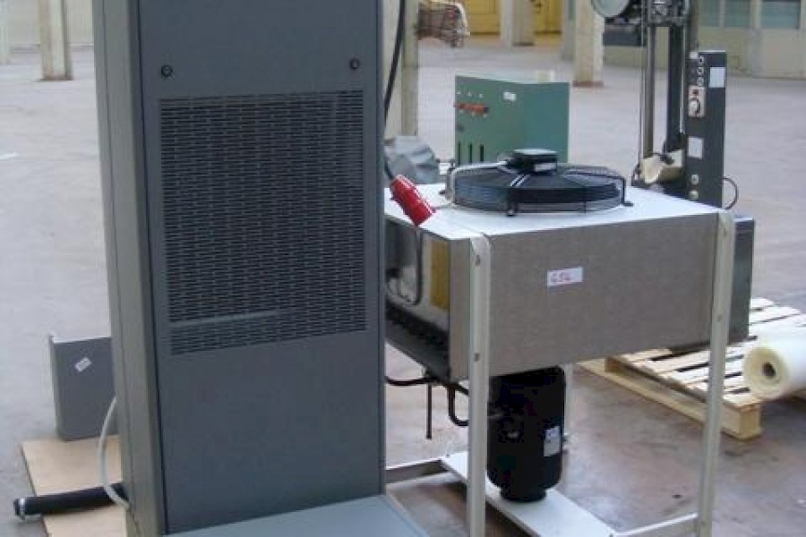 Precision Air Conditioning unit UNIFLAIR AMICO type SUA 0251 H/s